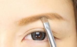 石田ニコルのメイク方法眉毛の書き方