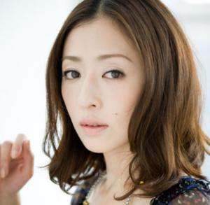クールビューティーな女優の松雪泰子